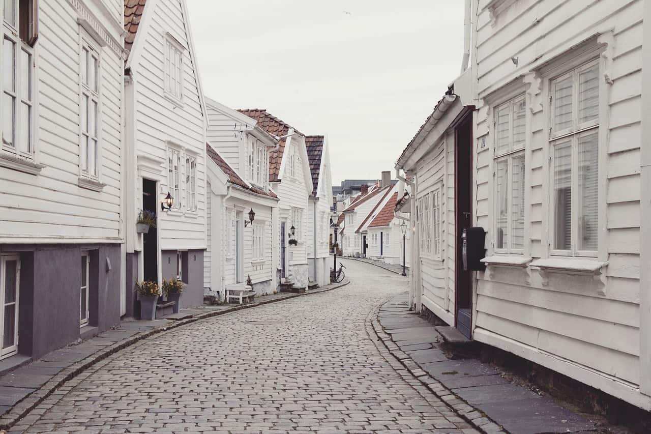 בתים לבנים